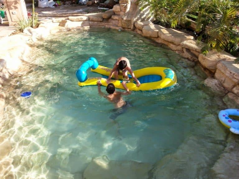 בניית בריכות שחייה בגן יבנה